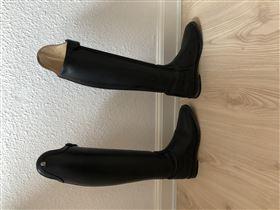 Næsten nye dressur støvler