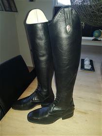 Deniro boote sælges