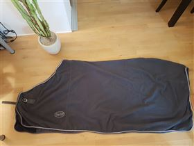 Fleece skridttæppe, str. 145 cm.