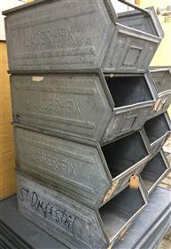 Store metalkasser til opbevaring