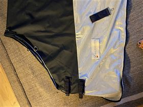 Sommerdækken med regn beskyttelse over ryg